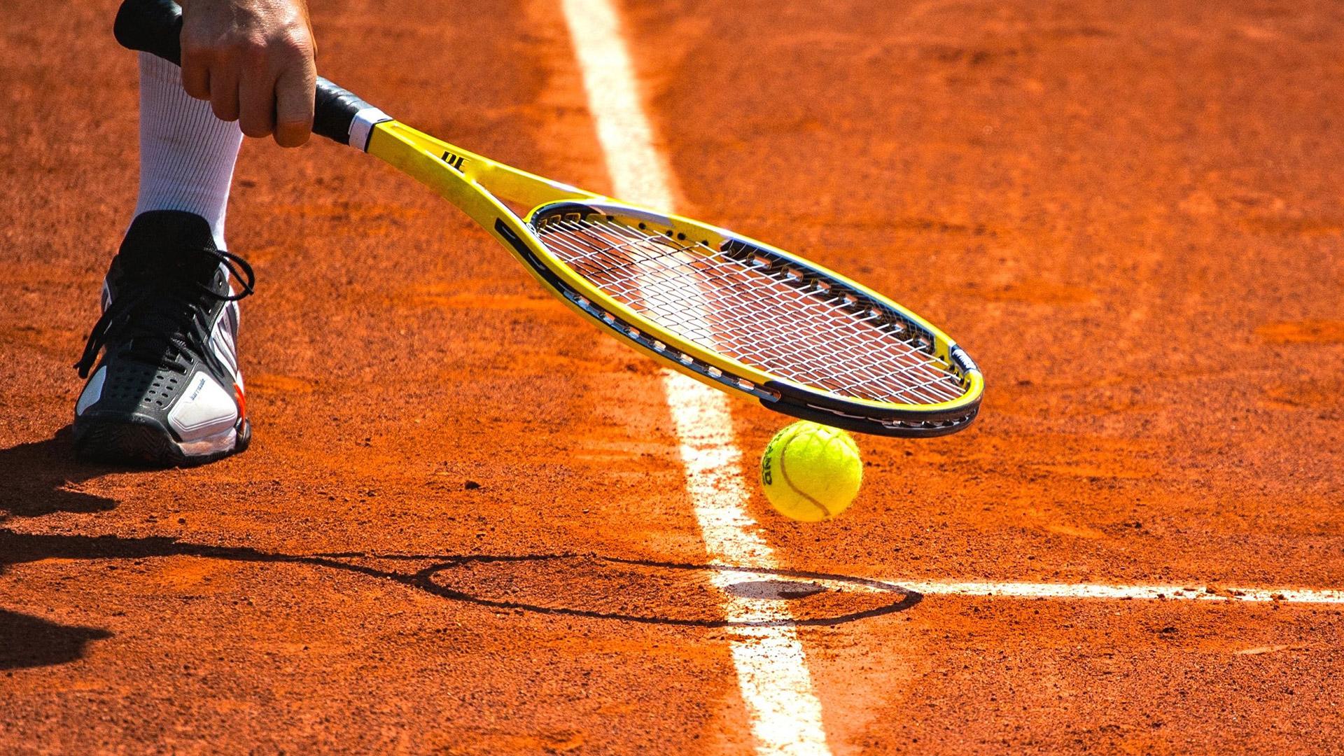 Indoor en outdoor tennis